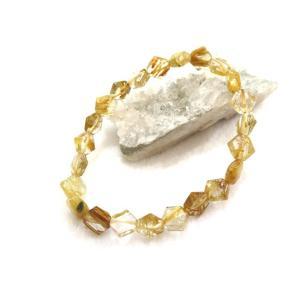ルチルクォーツは正式名称をルチルレイテッドクォーツと呼ばれるルチルを内包物として含む水晶のことをいい...