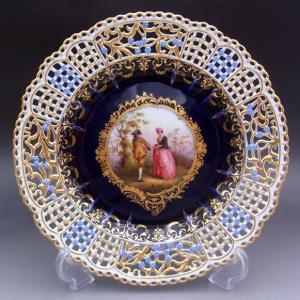 マイセン(Meissen)の絵付け技術、加工技術の粋を集めた飾り皿で、現在の技術レベルでは実現不可能...