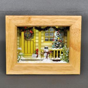 ハッピークリスマス 玄関前の雪だるま <黄色の家> インフレーム :亀田信子 塗装済完成品 ノンスケール|sakatsu