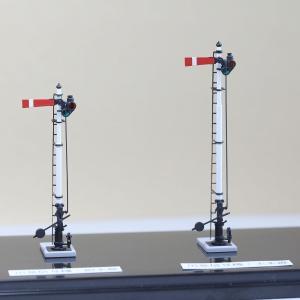 1/80 <点灯・可動式> 腕木信号機 「出発信号機 」主本線・副本線セット :工房ナナロクニ 塗装済完成品 1/80(HO) 1074 sakatsu