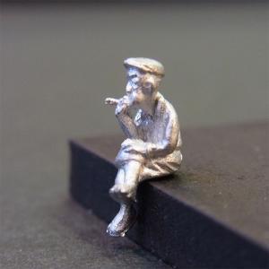 さかつう人形シリーズまなべコレクション 腰掛けてタバコを吸う男 :さかつう 未塗装キット HO(1/87) 7015|sakatsu