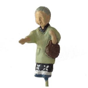 さかつう人形シリーズまなべコレクション 買い物をするおばさん :さかつう 塗装済完成品 HO(1/87) 7509|sakatsu
