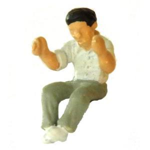 さかつう人形シリーズまなべコレクション 腰掛けて新聞を読む男 :さかつう 塗装済完成品 HO(1/87) 7514|sakatsu