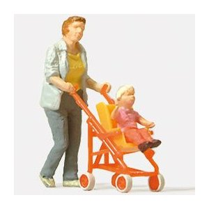 子供の乗ったバギーを押す女性 :プライザー 塗装済完成品 HO(1/87) 28079|sakatsu