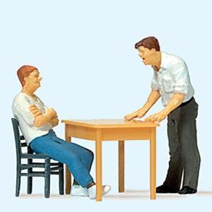 取り調べ中 椅子・テーブル付き :プライザー 塗装済完成品 HO(1/87) 28117 sakatsu