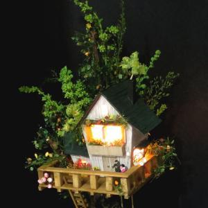 ツリーハウスライン#10 「辛子色の電車と緑のツリーハウス」 :石川宜明 塗装済完成品 1/150サイズ sakatsu 05