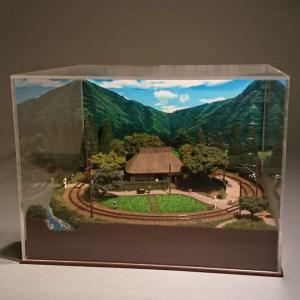 わらぶき農家とローカル鉄道 :伊渕康次 塗装済完成品 N(1/150)|sakatsu