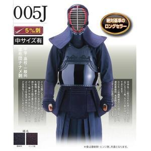 西日本武道具製2009年発売のロングセラー商品です。 5mm刺、織刺地のヘリ紺合皮仕立、濃紺基盤刺し...