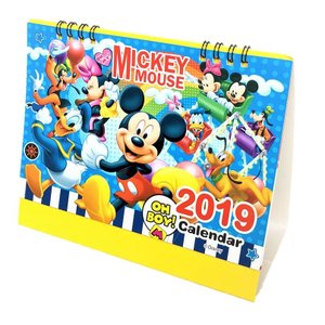 毎月異なる表情の可愛いミッキーのイラストが楽しめる♪ 2019年卓上カレンダーカレンダー♪  机の上...
