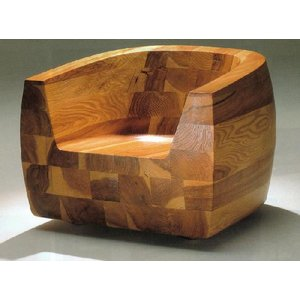 杉の根元の『伐根』と呼ばれる荒荒しい木目を選んでブロックに積み重ね,さらにうづくりをかけて木目を際立...