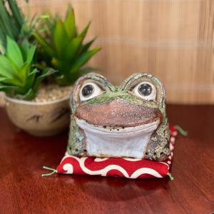 信楽焼 出目蛙(豆)カエル かえる 風水 金運 幸福 オブジェ 置き物  縁起物|sanwapotitto