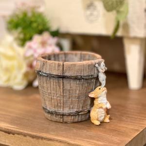 樽をのぞく猫とネズミ 猫雑貨 ねこ ネズミ ねずみ 猫 ミニチュア 動物 かわいい 置き物 ギフト 飾り オブジェ|sanwapotitto