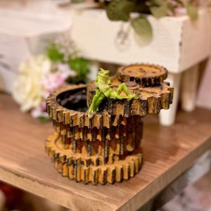 歯車にカエル かえる 幸運 ミニ 動物 ミニチュア かわいい 置き物 ギフト 飾り オブジェ 縁起物|sanwapotitto