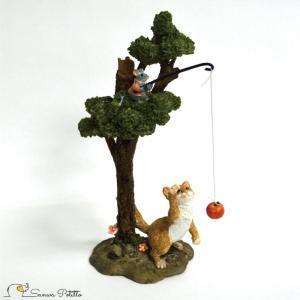 茶トラ猫 ねこ ネコ レトロ アンティーク風 猫とネズミ 木の上からリンゴ 昭和レトロ 置物 オブジェ プレゼント かわいい ミニチュア EV13273A 高さ約19.5cm|sanwapotitto