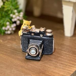 茶トラ猫 ねこ ネコ レトロ アンティーク風 家電猫 カメラ 昭和レトロ 置物 オブジェ インテリア プレゼント ギフト かわいい ミニチュア EV14055A 高さ約5.5cm|sanwapotitto