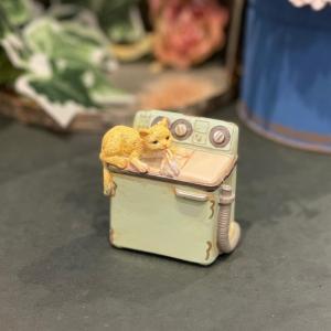 茶トラ猫 ねこ ネコ レトロ アンティーク風 家電猫 洗濯機 昭和レトロ 置物 オブジェ インテリア プレゼント かわいい ミニチュア EV14126A 高さ約6.5cm|sanwapotitto