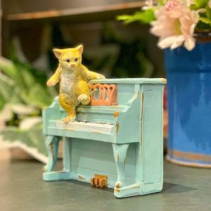 茶トラ猫 ねこ ネコ レトロ アンティーク風 ピアノと猫 昭和レトロ 置物 オブジェ インテリア プレゼント かわいい ミニチュア 手のひらサイズ EV14151A|sanwapotitto