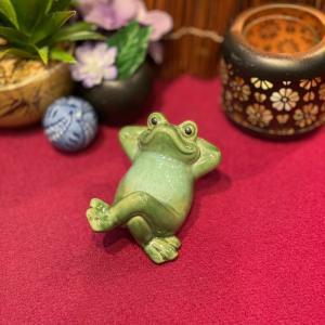 陶器 仰向け蛙 かえる カエル 福 幸運 幸福 縁起物 ご利益 オブジェ 置物 かわいい|sanwapotitto