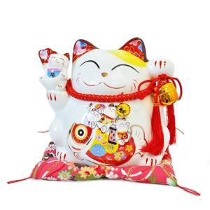 5匹の無邪気な笑顔の猫たちが持ち主の金運招財を願います!  招き猫本体:W23×D19×H19.5c...