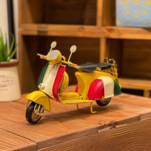 ブリキ バイク ベスパ トリコロール 赤 黄色 アンティーク レトロ 置物 かわいい おしゃれ ギフト プレゼント 贈り物 インテリア カフェ|sanwapotitto