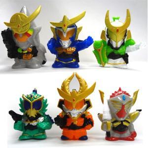 仮面ライダー鎧武の人気キャラクターのすくい人形です☆スーパーボールすくいの中に目玉品として入れてもい...