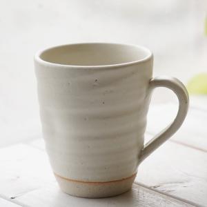 和食器 松助窯 職人の手でそ?っとくぼませたマグカップ 白薩摩釉オフィス コーヒー おしゃれ 紅茶 器 美濃焼 陶器 食器 手づくりカフェ|sara-cera