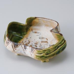 和食器 割型三ツ葉織部向付 中鉢 ボウル おうち ごはん うつわ 陶器 カフェ 日本製 おしゃれ 煮物 サラダ|sara-cera