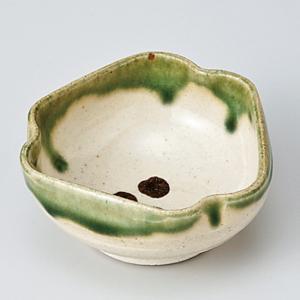 和食器 ちょこっと 織部点紋三角 小鉢 豆鉢 ミニ プチ 小さな うつわ ボウル カフェ おしゃれ おうち 陶器 日本製|sara-cera