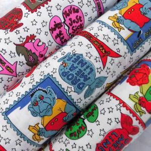 綿ツイルプリント生地(YMP327)英字&キャラクター  110cm巾 数量1(50cm)195円  国産(プライス商品) sarasa-nuno