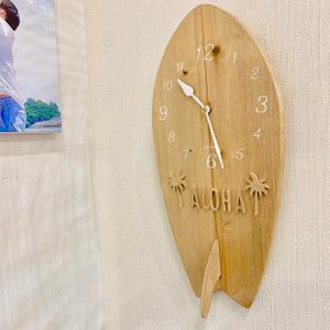サーフボード型ウッド時計 壁掛け ハワイアンウォールクロック 木製 サーフィンボード カリフォルニアインテリア ナチュラルカラー seashells-zakka