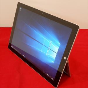 MicrosoftのWindowsタブレット「 SURFACE PRO3 」です。 仕事机でもカフェ...
