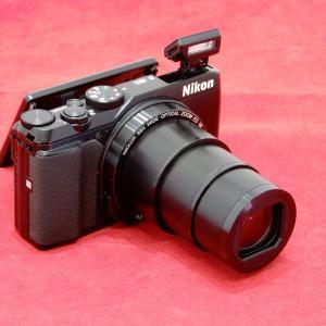 ニコン製の高倍率コンパクトデジタルカメラです。 35倍の光学ズームは観戦や旅行先の遠い被写体を撮影...