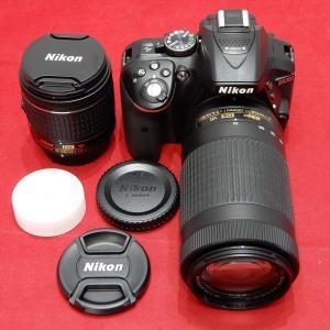 Nikonのデジタル一眼レフカメラのダブルレンズセットです。 レンズは標準と70-300mmの望遠...