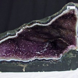 41.5Kg ブラジル産 アメジストドーム 天へ昇るかの様な昇形紫結晶 ファントムルチル入り m112-1162|seian