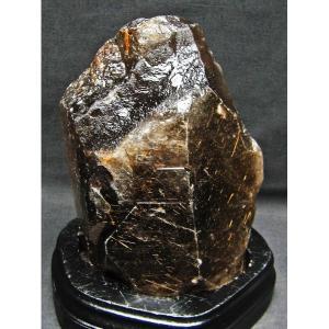 2.6Kg ゴールドタイチンルチル 原石 M9-962 あすつく
