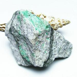 エメラルド 原石 パワーストーン 天然石 t672-715|seian