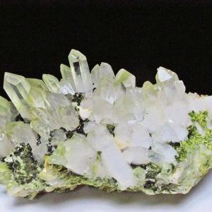 2.3Kg 緑トルマリン入り ヒマラヤ水晶クラスター t768-1104|seian