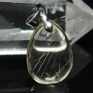 【金針ルチル】  ルチルクォーツは近年大人気の針状物質が入った水晶です。繊細な針が水晶の中でひしめき...