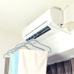 エアコンに引っかけるだけの エアコンハンガー | エアコン 折りたたみ ハンガー 室内 ランドリー ...