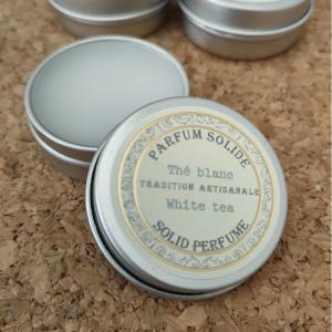 ノンアルコールで、お肌の保護・保湿とともに香りが楽しめるクリームタイプの香水。通常の香水より奥深くや...