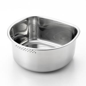・狭いシンクでも扱いやすいコンパクトなD型の洗い桶です。 ・側面には流水穴がついているので野菜など洗...