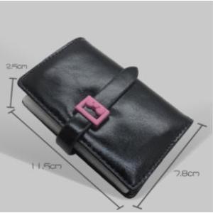 手のひらサイズのカードケースです。   26枚分のポケットが付いており普段使いにぴったりのアイテムで...