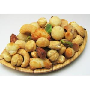 当店の5種類のナッツと特製の「あられ」をブレンドしました。通常ミックスナッツは、単価の低いナッツやジ...