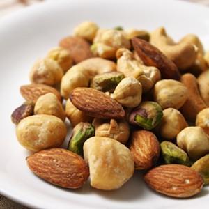 当店の5種類のナッツをブレンドしました。通常ミックスナッツは、単価の低いナッツやジャイアントコーンな...