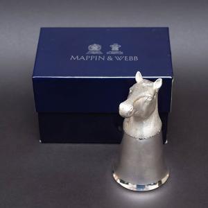 イギリスの老舗シルバーウェアブランド、マッピン&ウェッブの馬の装飾が施されたシルバープレートのスティ...