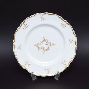 イギリスの名窯、ロイヤル・ドルトンのモンテーニュの20cmプレート(デザートプレート)。  白磁にゴ...