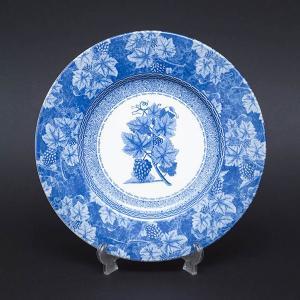 イギリスの名窯、ウェッジウッドのヴィンテージブルーの21cmプレート(デザートプレート)。  葡萄が...