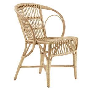 ウェングラーは、ヨーロッパ中にどこにでもある井草や柳といった素材で籐家具を作るという新しい技術を築き...
