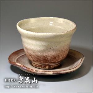 ■特徴 土味を生かしたソーサー付きのフリーカップです。 ソーサーを皿として、カップを飲み物用にとそれ...