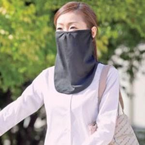 UVカット素材を使った大判フェイスマスク。帽子との併用が可能で、顔面下半分をすっぽり覆うことができま...